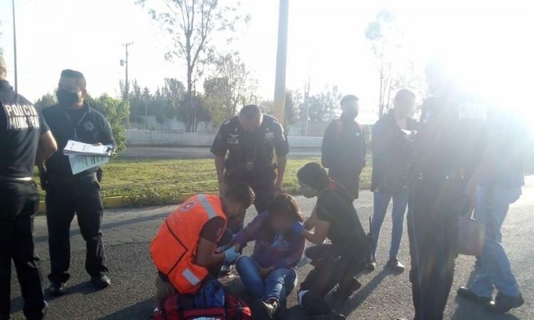 Mujer se lanza de vehículo en movimiento y resulta lesionada en San Pedro Cholula