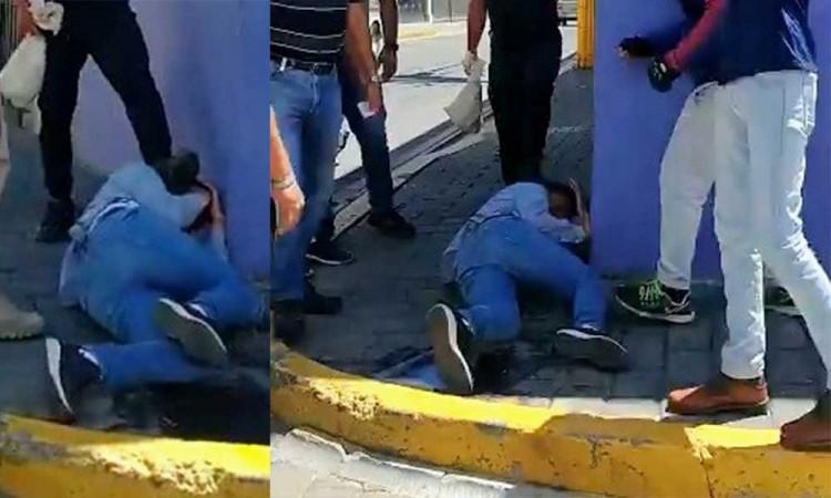 Ciudadanos detienen, desarman y golpean a un asaltante en San Pedro Cholula