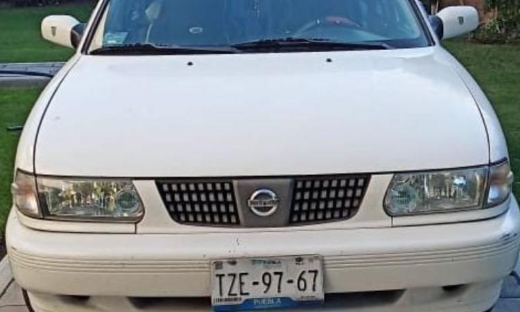 Voluntario acude a apoyar en jornada de vacunación y le roban su auto estacionado