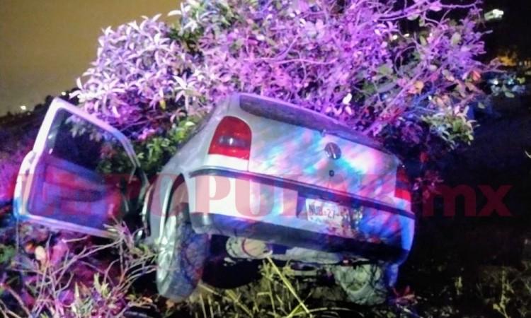 Abandonan automóvil accidentado en Periférico