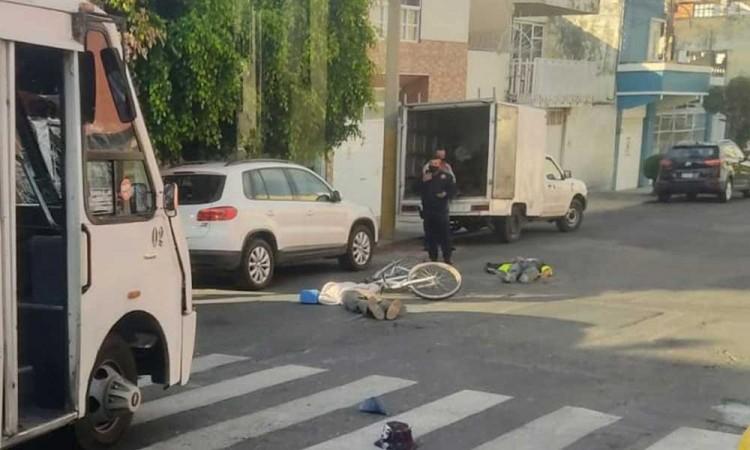 Ruta impacta bicicleta y deja dos heridos en la colonia El Carmen