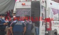 Mujer sufre caída junto al mercado Hidalgo