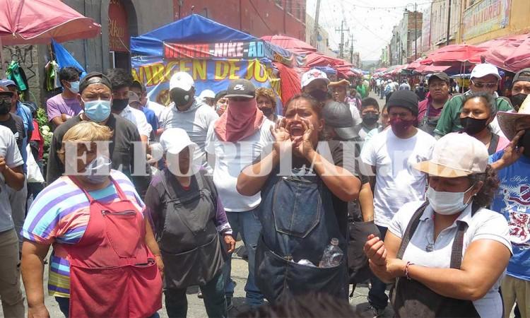 Ambulantes impiden detención de El Fede y golpean a ministeriales en el Centro Histórico de Puebla