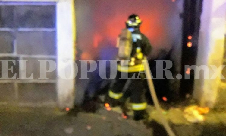Incendio en casona moviliza a bomberos en el barrio de La Luz