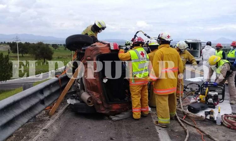 Choque y volcadura deja 5 muertos y dos heridos en Tlaxcala